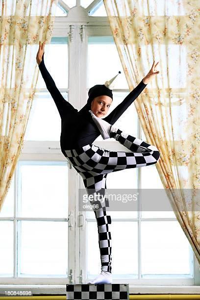 circus girl gimnasta
