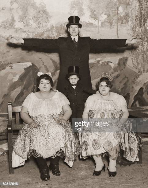 Circus performers Captain Gulliver and Major Mite pose with Annie and Lulu who weigh 27 and 25 stone respectively 1930 Major Mite was born Clarence...