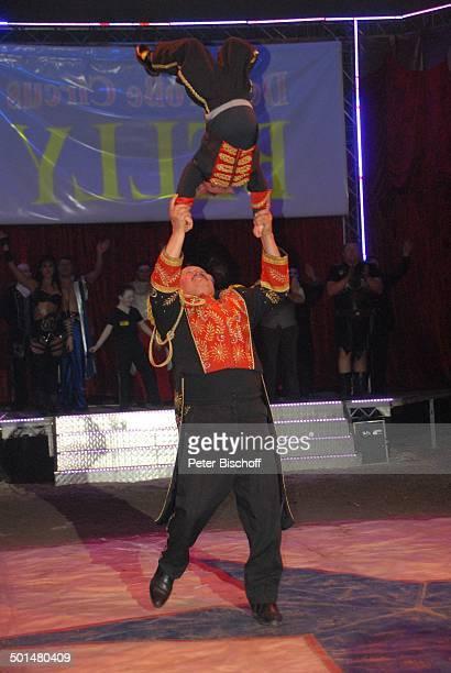 CircusDirektor Klaus Köhler Show 'Circus Belly' 'Stars of Cinema' Bremen Deutschland Europa Finale Auftritt Manege Circuszelt Zelt Kostüm Artist...