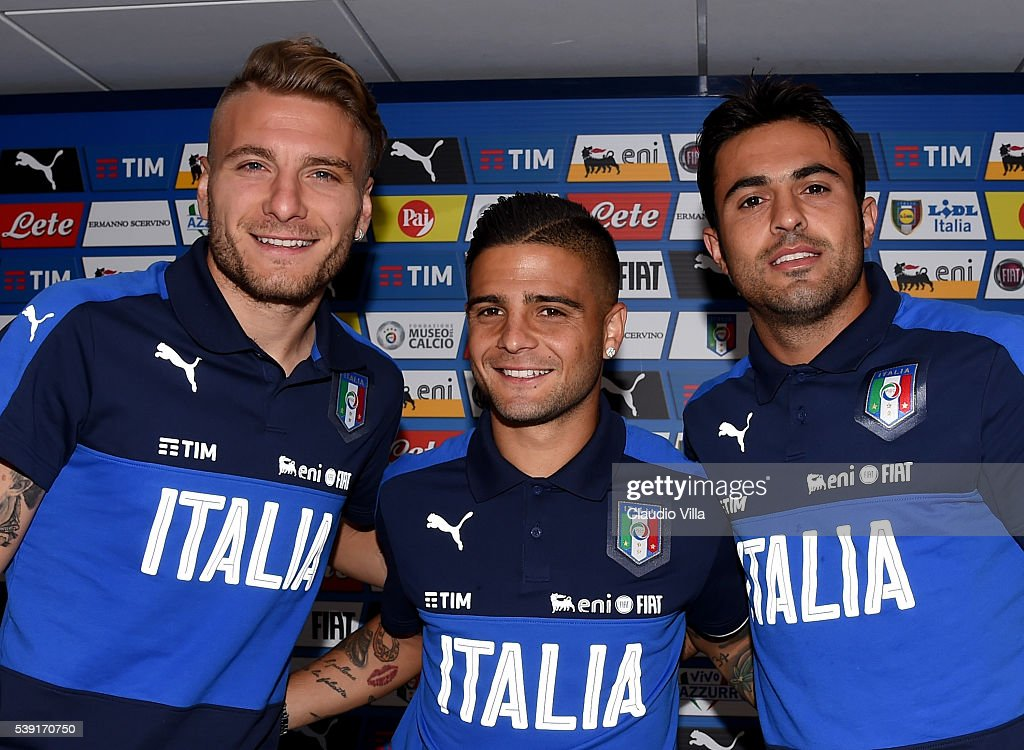 <a gi-track='captionPersonalityLinkClicked' href=/galleries/search?phrase=Ciro+Immobile&family=editorial&specificpeople=5820229 ng-click='$event.stopPropagation()'>Ciro Immobile</a>, <a gi-track='captionPersonalityLinkClicked' href=/galleries/search?phrase=Lorenzo+Insigne&family=editorial&specificpeople=7486481 ng-click='$event.stopPropagation()'>Lorenzo Insigne</a> and Eder of Italy pose fo a photo prior to the press conference at Casa Azzurri on June 10, 2016 in Montpellier, France.