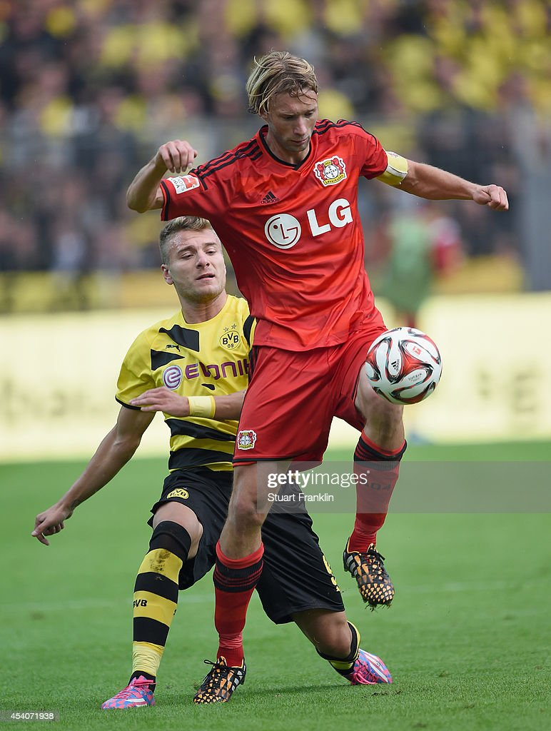 <a gi-track='captionPersonalityLinkClicked' href=/galleries/search?phrase=Ciro+Immobile&family=editorial&specificpeople=5820229 ng-click='$event.stopPropagation()'>Ciro Immobile</a> of Dortmund challenges <a gi-track='captionPersonalityLinkClicked' href=/galleries/search?phrase=Simon+Rolfes&family=editorial&specificpeople=635100 ng-click='$event.stopPropagation()'>Simon Rolfes</a> of Leverkusen during the Bundesliga match between Borussia Dortmund and Bayer 04 Leverkusen at Signal Iduna Park on August 23, 2014 in Dortmund, Germany.