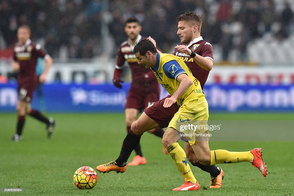 <a gi-track='captionPersonalityLinkClicked' href=/galleries/search?phrase=Ciro+Immobile&family=editorial&specificpeople=5820229 ng-click='$event.stopPropagation()'>Ciro Immobile</a> (R) of Torino FC competes with Massimo Gobbi of AC Chievo Verona during the Serie A match between Torino FC and AC Chievo Verona at Stadio Olimpico di Torino on February 7, 2016 in Turin, Italy.
