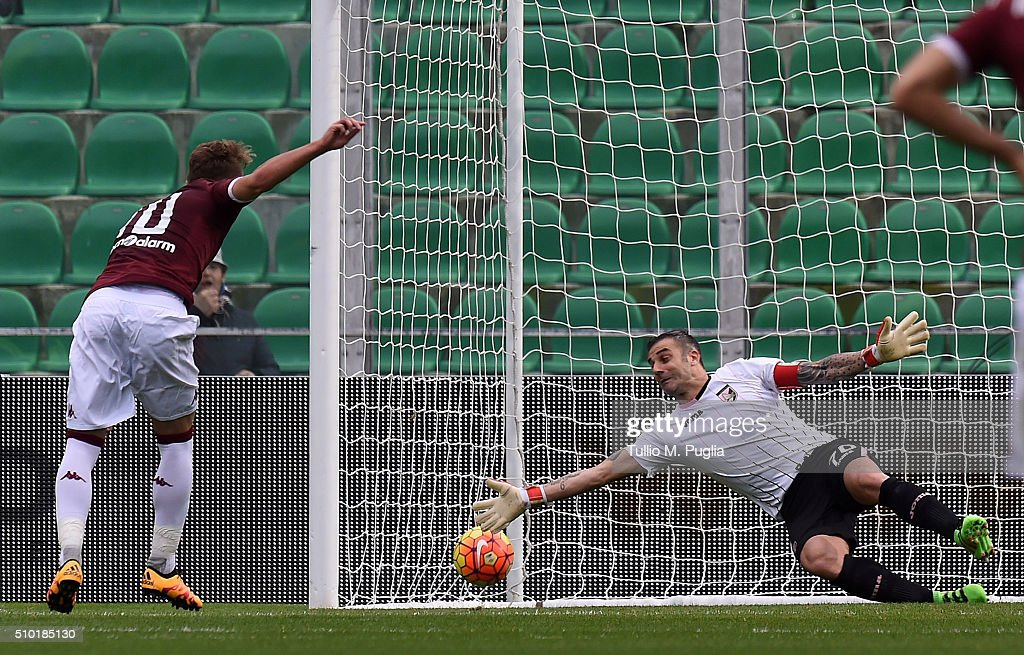 <a gi-track='captionPersonalityLinkClicked' href=/galleries/search?phrase=Ciro+Immobile&family=editorial&specificpeople=5820229 ng-click='$event.stopPropagation()'>Ciro Immobile</a> of Torino scores the equalising goal from the penalty spot during the Serie A match between US Citta di Palermo and Torino FC at Stadio Renzo Barbera on February 14, 2016 in Palermo, Italy.