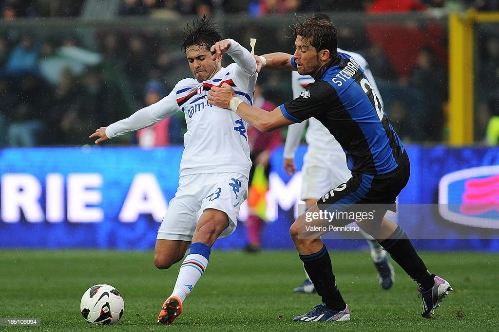 Citadin Martins Eder of UC Sampdoria competes for the ball with Guglielmo Stendardo (R) of Atalanta BC during the Serie A match between Atalanta BC and UC Sampdoria at Stadio Atleti Azzurri d'Italia on March 30, 2013 in Bergamo, Italy.
