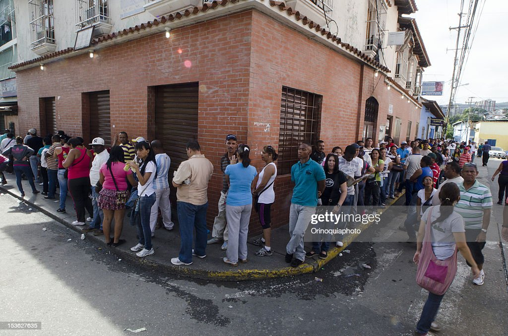 Citizens of Venezuela wait in line to choose president for 2013-2019, on October 07, 2012 in Caracas, Venezuela. Hugo Chavez seeks reelection against the candidate of the MUD party, Henrique Capriles.