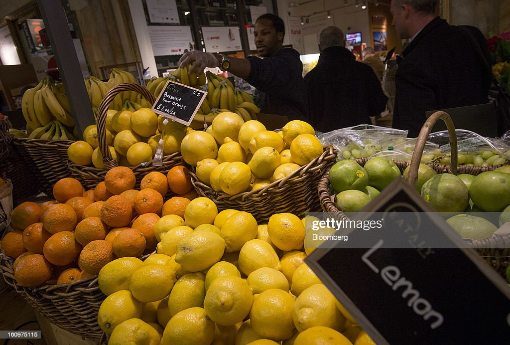 Citrus fruit is displayed for sale at an Eataly location in the Flatiron district of New York, U.S., on Wednesday, Feb. 6, 2013. Eataly is a high-end Italian food market/mall chain, owned by a partnership including Mario Batali, Lidia Bastianich and Joe Bastianich, which first opened in Turin, Italy, in 2007. Photographer: Scott Eells/Bloomberg via Getty Images