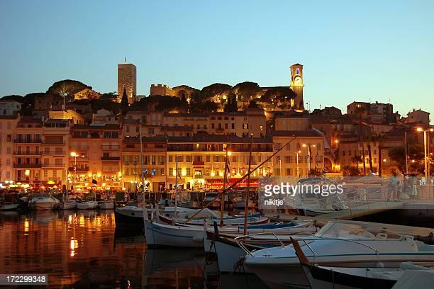 Cidade de Cannes da noite