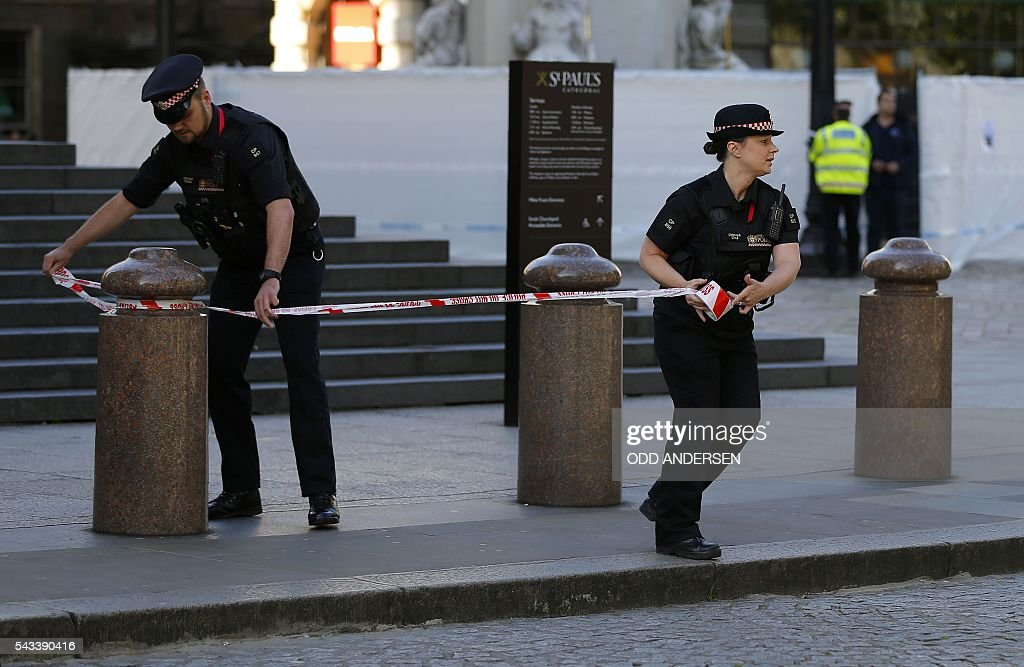 City of London police officers cordon off the streets around St. Paul's Cathedral in central London on June 28, 2016, as they investigated a suspect package. / AFP / ODD