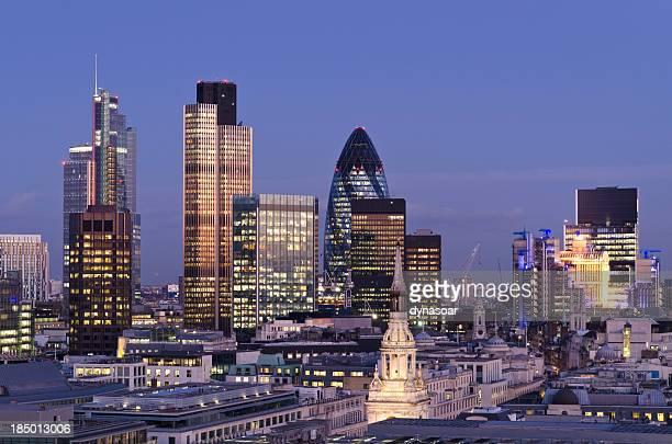 Arranha-céus Cidade de Londres ao Anoitecer