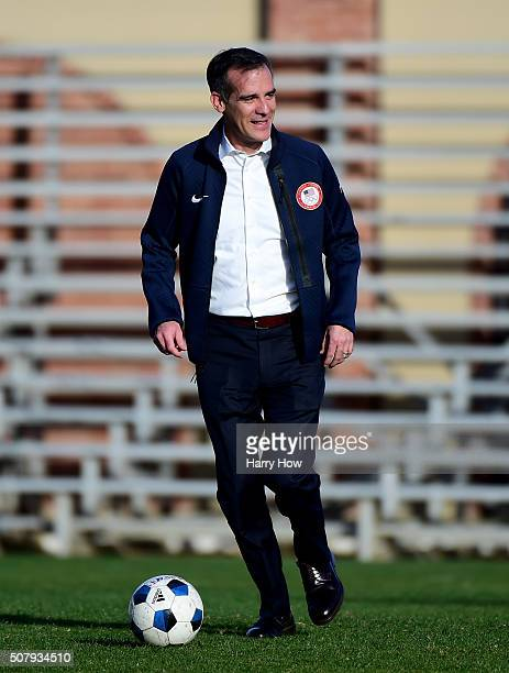 City of Los Angeles Mayor Eric Garcetti dribbles a soccer ball before a press conference as IOC President Thomas Bach tours Los Angeles and the UCLA...