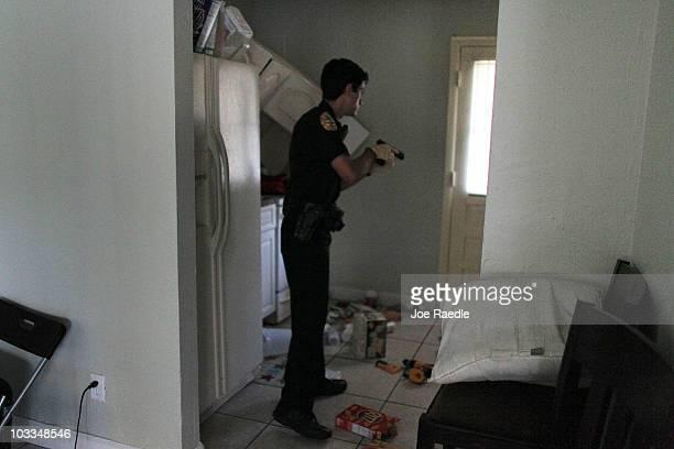 city of miami police department photos et images de collection getty images. Black Bedroom Furniture Sets. Home Design Ideas