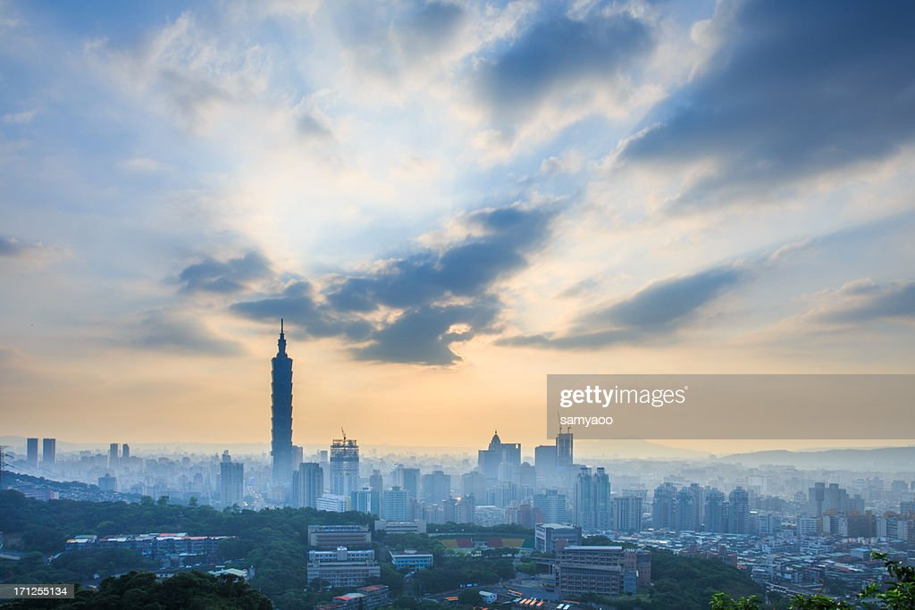 City view with Taipei 101 before sunset