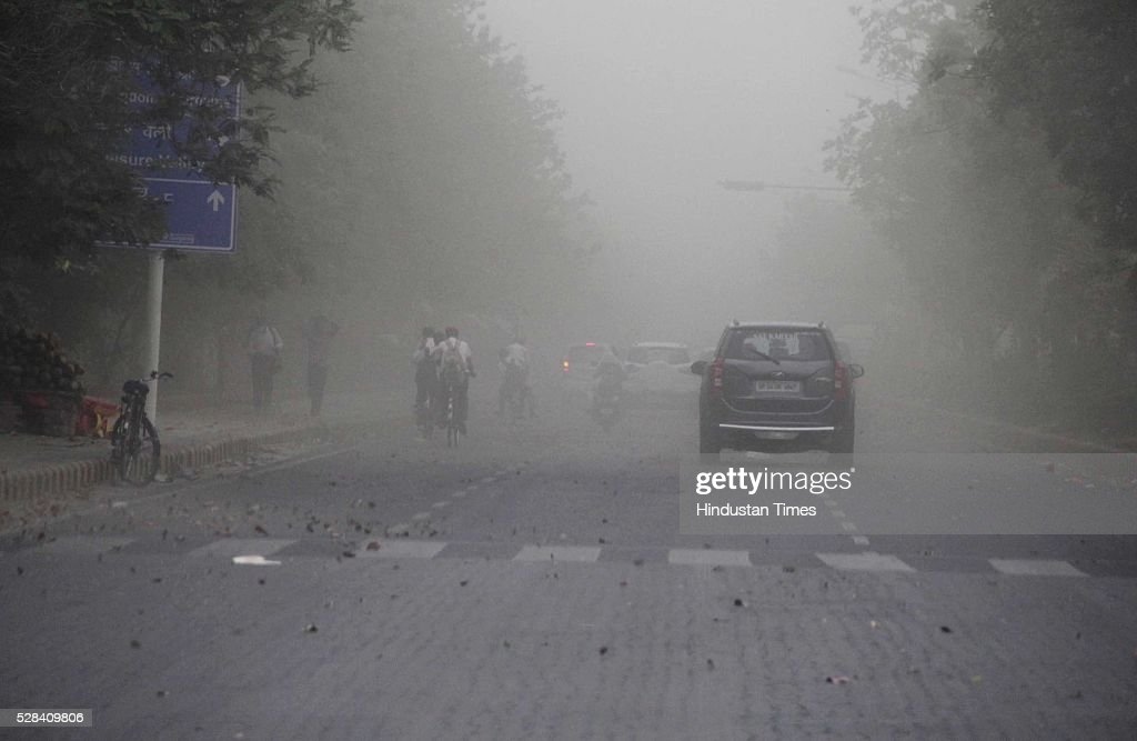 City witnesses slight change in temperature in weather because of wind storm and slight rain shower, on May 4, 2016 in Gurgaon, India. The Met Office has predicted light rains for the day. The maximum temperature is expected to hover around 40 degrees Celsius.
