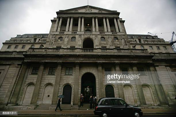 City workers make their way past the Bank Of England on September 30 2008 in central London England Financial turmoil continues to hang over London's...