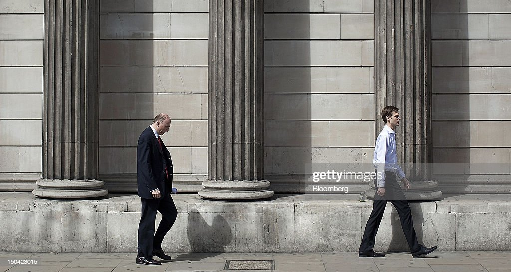 City workers walk past the Bank of England in London, U.K., on Friday, Aug. 17, 2012. Banks, insurers and other financial-services firms may eliminate a total of about 3,000 jobs across greater London as companies in the New York region add 9,000, according to U.K.-based researcher Oxford Economics Ltd. Photographer: Simon Dawson/Bloomberg via Getty Images