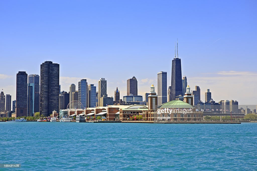 Cityscape of Chicago and Navy Pier Park : Stock Photo