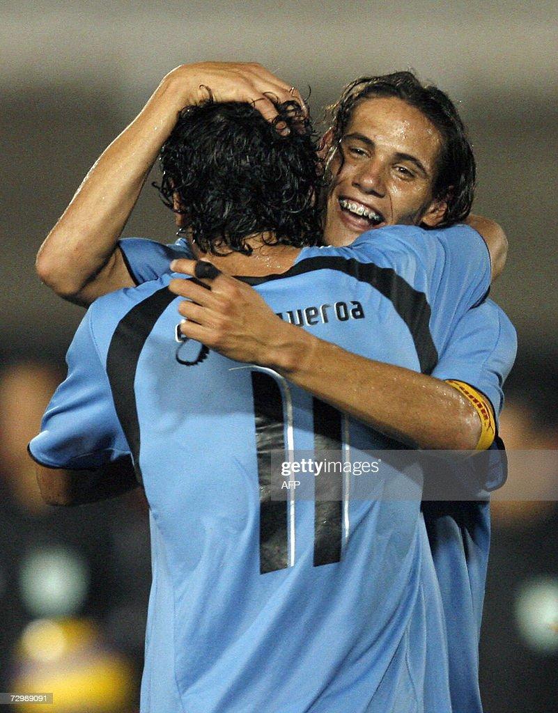 Uruguay s Edinson Cavani R celebrates