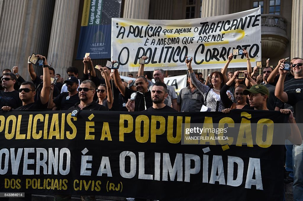 Civil police officers threatening to go on strike demonstrate against the government for arrears in their salary payments, in Rio de Janeiro, Brazil, June 27, 2016, t Earlier this month, Rio state authorities declared a 'state of public calamity' over a major budget crisis in order to release emergency funds to finance the Olympic Games due to begin in August. / AFP / VANDERLEI
