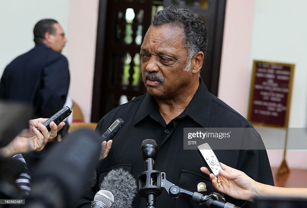 US civil rights activist Jesse Jackson talks with journalists at the National Hotel in Havana, on September 30, 2013. Jackson is on visit in Cuba and was unable to meet US Alan Gross, who is serving a sentence of 15 years in the island.