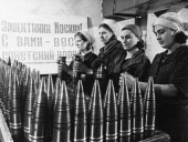 Civilian women making artillery shells at a munitions factory in moscow during world war 2 the sign behind them reads 'defenders of moscow the soviet...