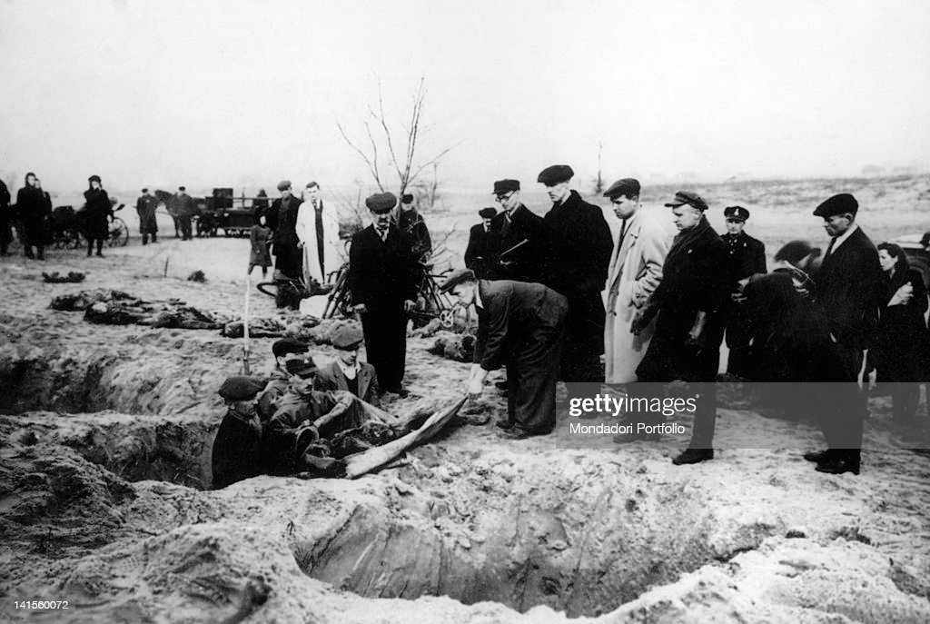 Civilians and soldiers recover the corpses from the common graves of the Auschwitz-Birkenau concentration camp, shortly before liberated by the Fourth Army. Oswiecim, February 1945