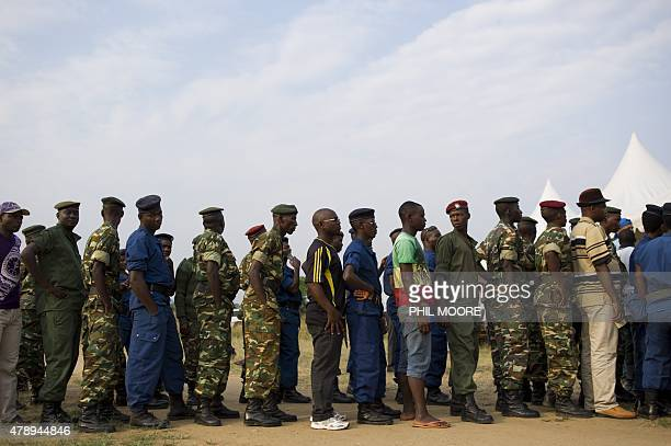 Civilians army soldiers and police queue to vote in the opposition stronghold of Musaga in Bujumbura on June 29 2015 Voting in Burundi's...