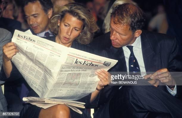 Claire Chazal et Patrick Poivre D'Arvor lors de la presentation de la grille de rentree de TF1 le 25 aout 1992 a Paris France