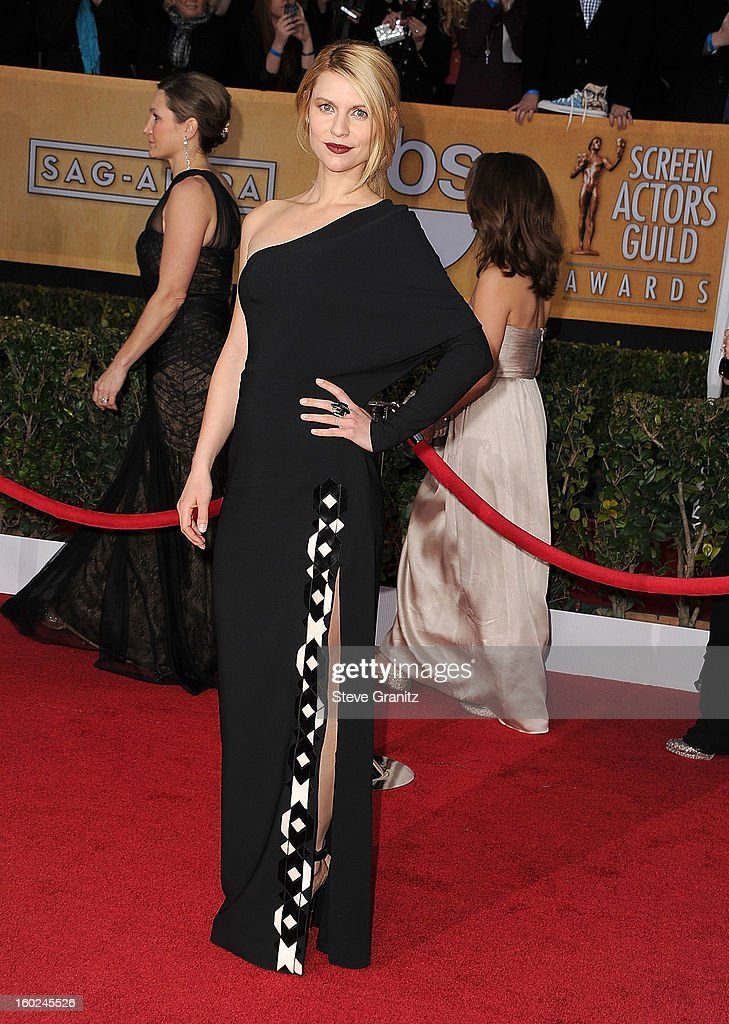Claire Danes arrives at the 19th Annual Screen Actors Guild Awards at The Shrine Auditorium on January 27, 2013 in Los Angeles, California.
