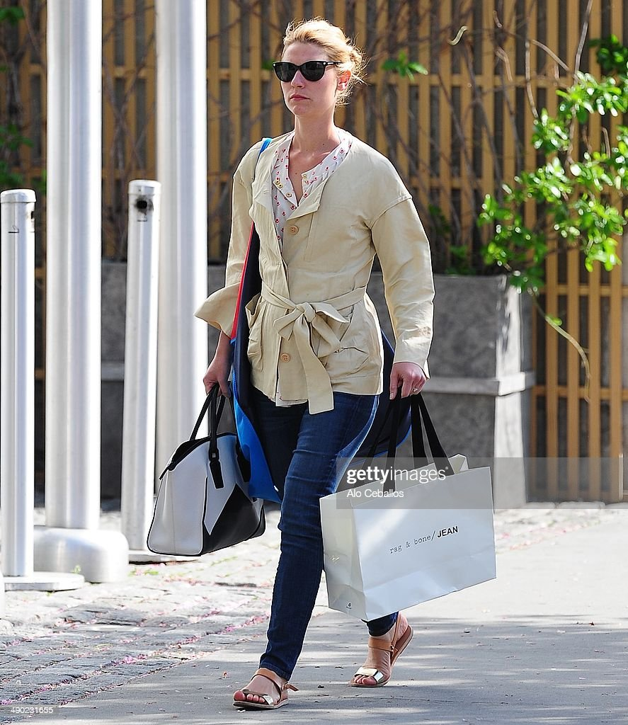 <a gi-track='captionPersonalityLinkClicked' href=/galleries/search?phrase=Claire+Danes&family=editorial&specificpeople=202666 ng-click='$event.stopPropagation()'>Claire Danes</a> is seen in Soho on May 13, 2014 in New York City.