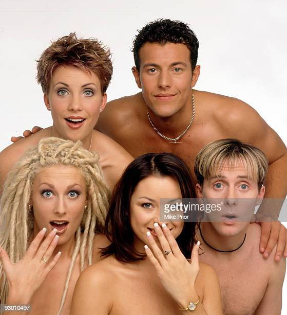 LR Claire Richards Lee LatchfordEvans Faye Tozer Lisa ScottLee and Ian 'H' Watkins of pop band Steps pose for a studio group portrait session in 1998...