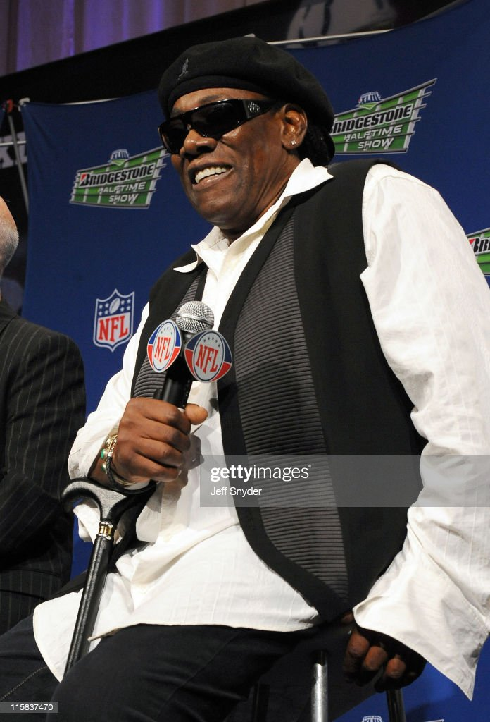 Clarence Clemons of the E Street Band speaks at the Bridgestone Super Bowl XVLII Half Time Show Press Conference held at the Tampa Convention Center on January 29, 2009 in Tampa, Florida.