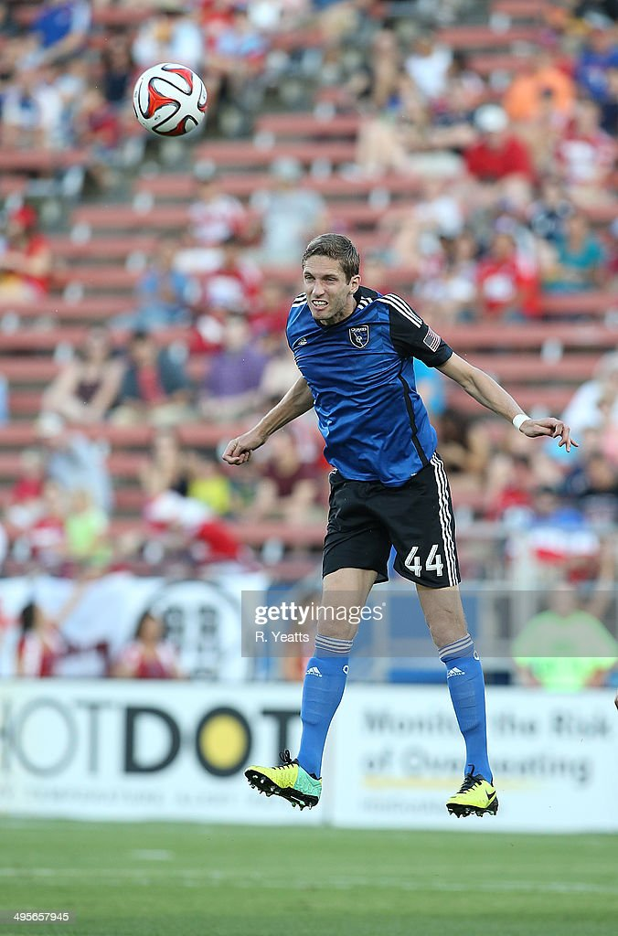 Clarence Goodson #44 of San Jose Earthquakes heads the ball against FC Dallas at Toyota Stadium on May 31, 2014 in Frisco, Texas.