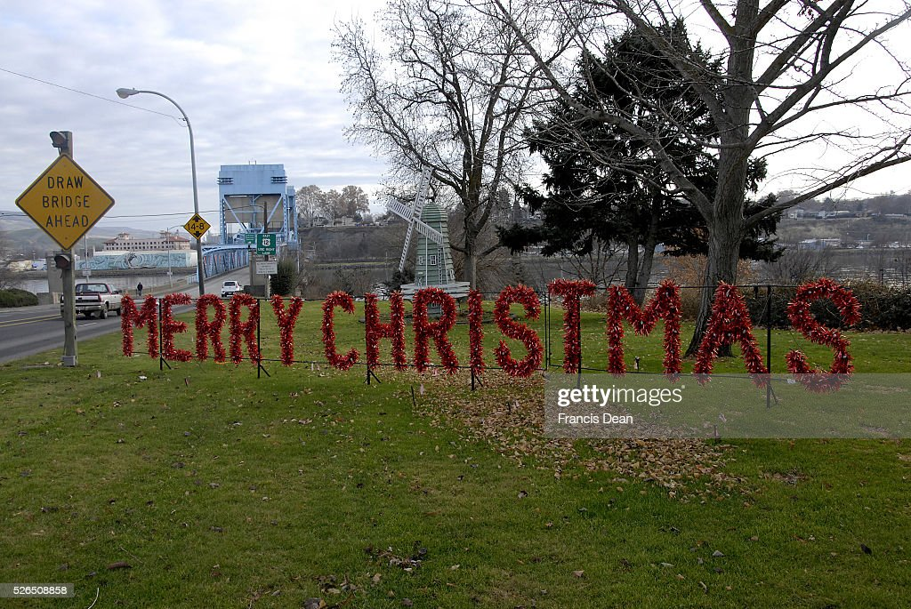 Clarkston Washington state USA _Merry christmas sign for those at entering the washington state from Idaho state cross over snake river into...