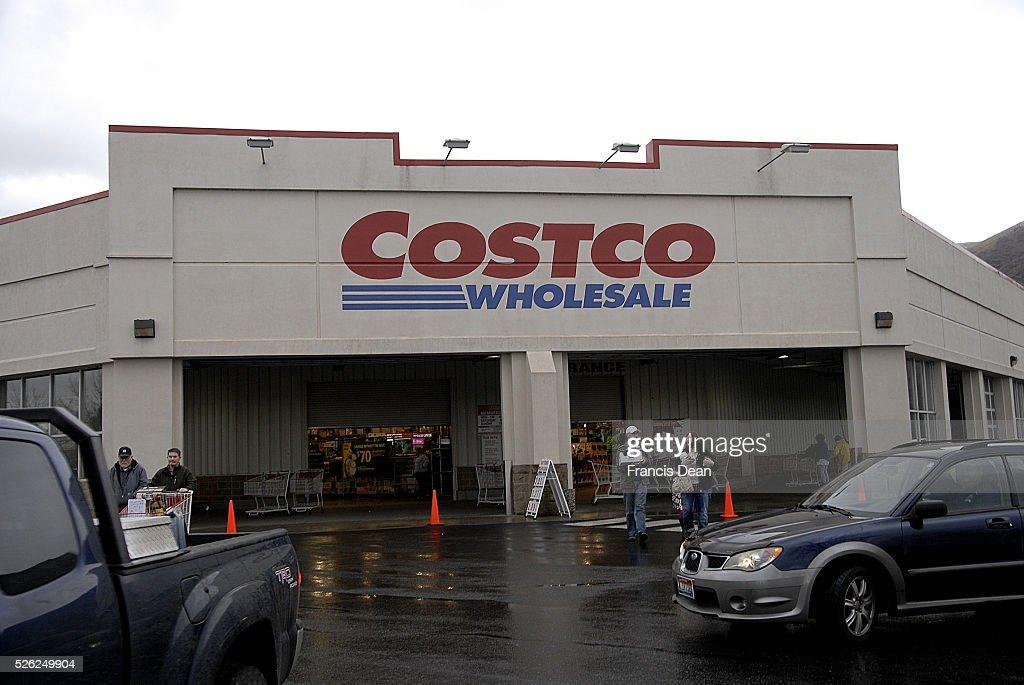 Clarkston/washington State /USA_ 16 January 2016_ Costco shopprs at Costco wholesale store