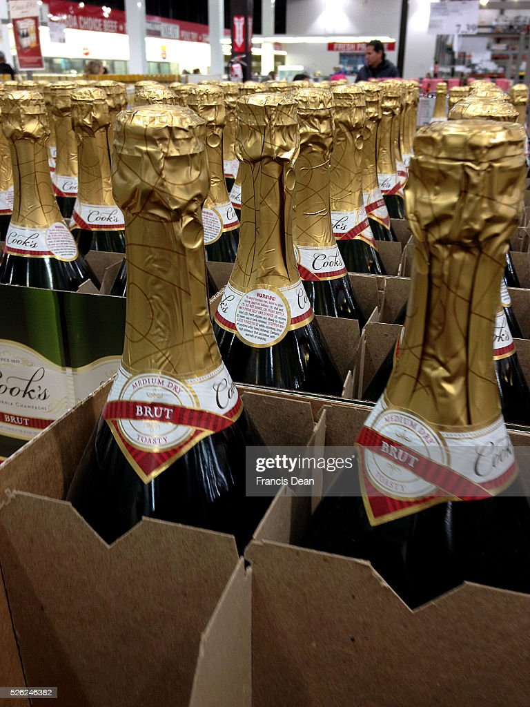 Clarkston/washington State /USA_ 20 December 2015 _ Christmas shoppers in Costco wine and ood items