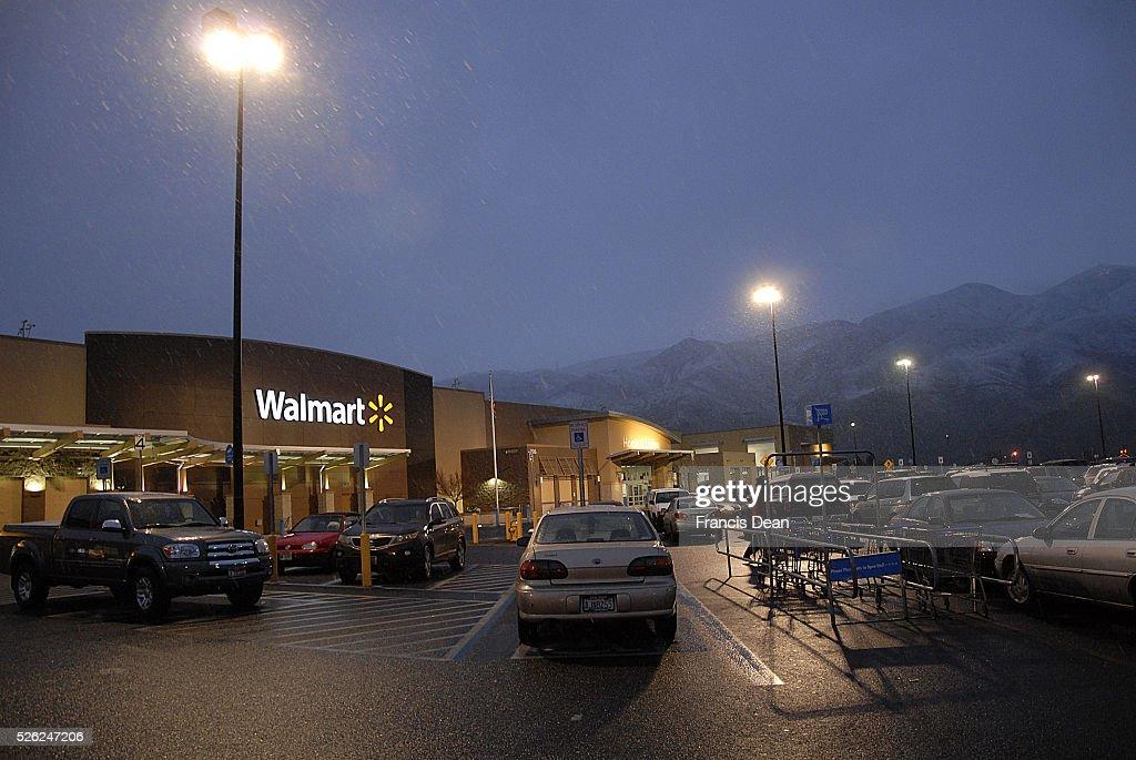 Clarkston/washington State /USA_ 28 December 2015 _ Walmrt store