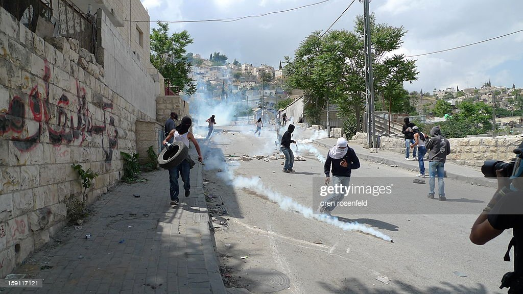 CONTENT] Clashes between Israeli Police and Arab residents of Silwan in East Jerusalem.