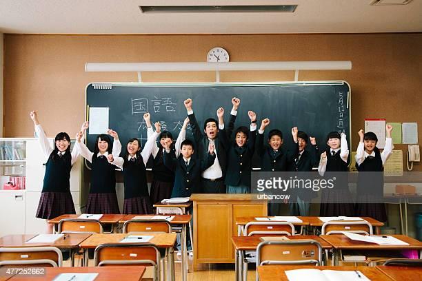 クラスのポートレート写真、お祝いの生徒と教師、日本