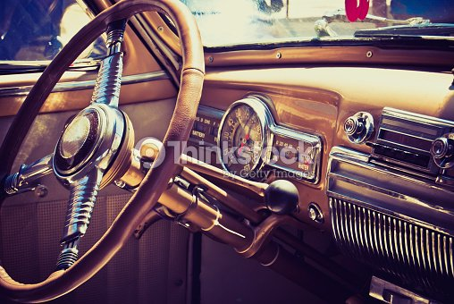tableau de bord de voiture am ricaine classique des ann es 60 photo thinkstock. Black Bedroom Furniture Sets. Home Design Ideas