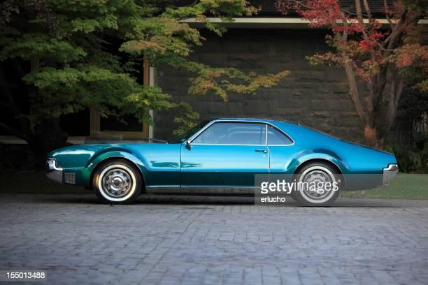 Stationnement de voiture américaine classique
