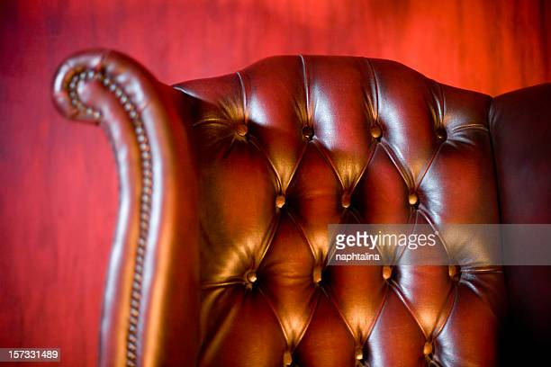 Fauteuil classique en Fond rouge
