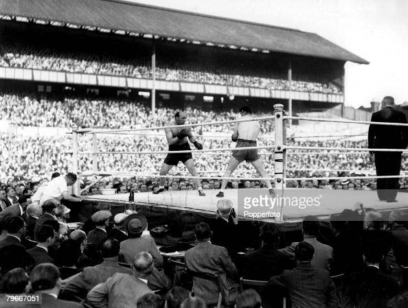 Classic Collection Page 10402573 18th July 1945 White Hart Lane London A General view of a boxing match during the title fight between Jack London...