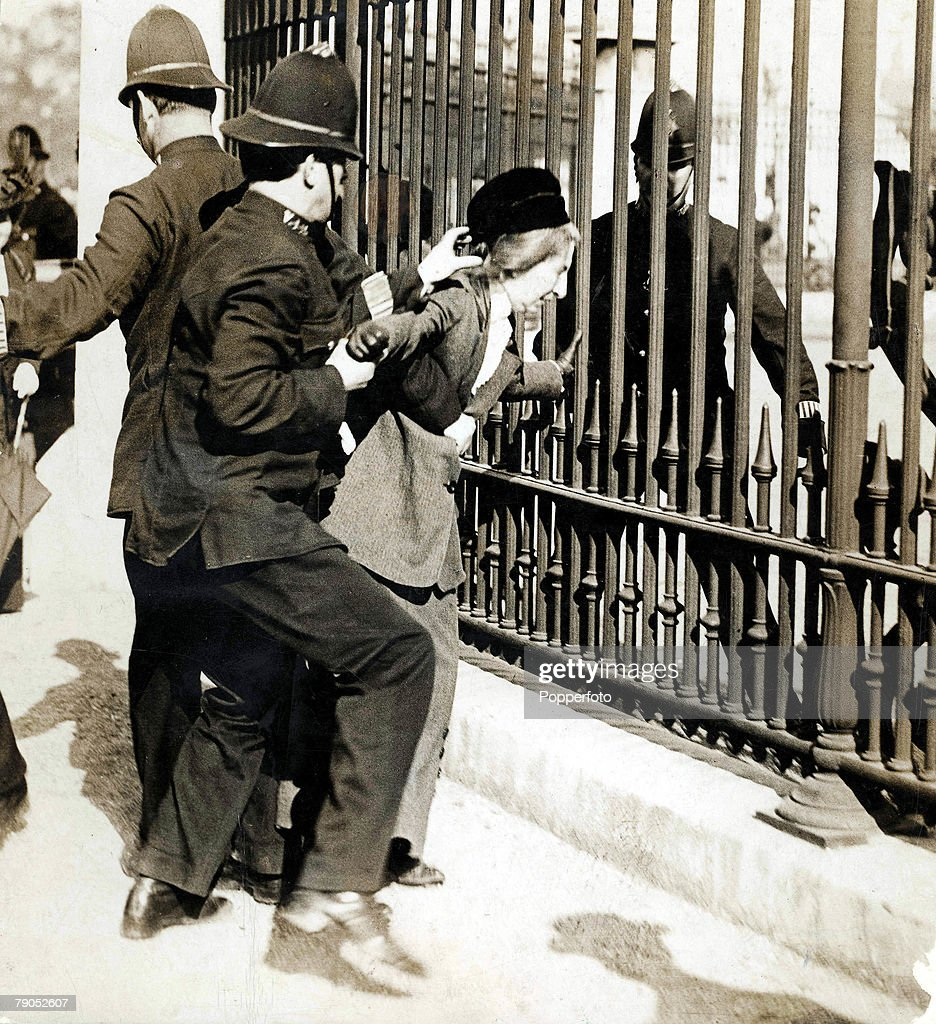 Classic Collection, Page 88, 10404681, 1914, Policemen arresting Suffragettes who had chained themselves to the railings of Buckingham Palace