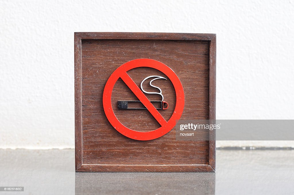 Classic No smoking wooden sign : Stock Photo