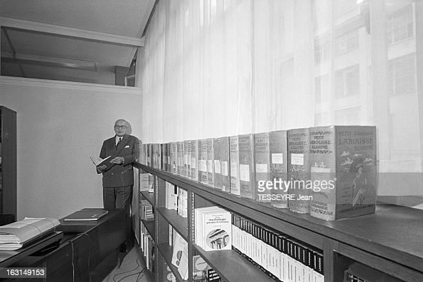 Claude Auge Director Of 'Petit Larousse Illustre' En France à Paris le 1 octobre 1973 Claude AUGE président du conseil de surveillance des éditions...