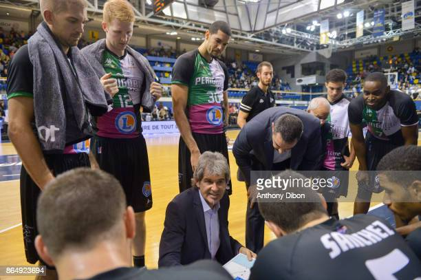 Claude Bergeaud coach of Boulazac talks to the team during the Pro A match between Levallois Metropolitans and Boulazac at Salle Marcel Cerdan on...