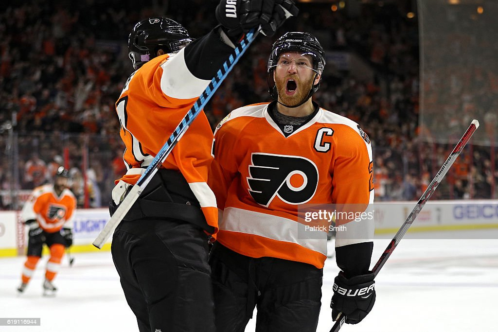 Claude Giroux #28 of the Philadelphia Flyers celebrates after scoring a goal against Pittsburgh Penguins during the second period at Wells Fargo Center on October 29, 2016 in Philadelphia, Pennsylvania.