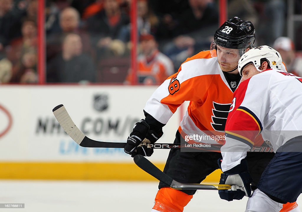 Claude Giroux #28 of the Philadelphia Flyers readies to face-off against Stephen Weiss #9 of the Florida Panthers on February 21, 2013 at the Wells Fargo Center in Philadelphia, Pennsylvania.