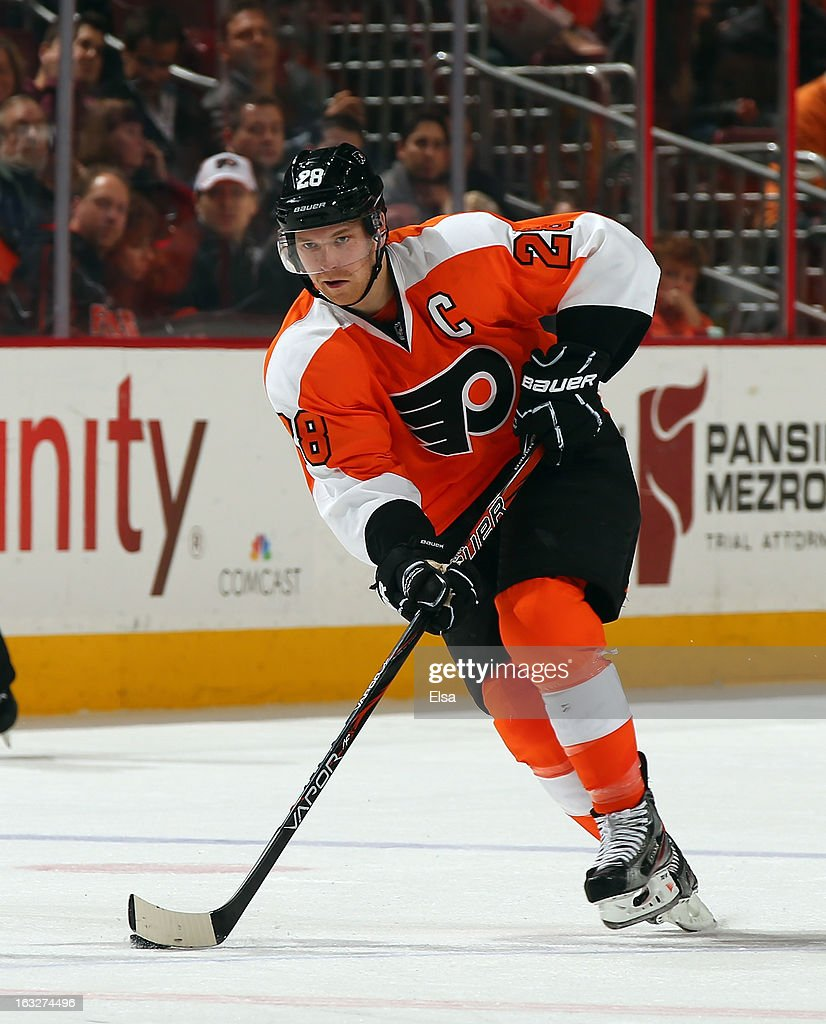 <a gi-track='captionPersonalityLinkClicked' href=/galleries/search?phrase=Claude+Giroux&family=editorial&specificpeople=537961 ng-click='$event.stopPropagation()'>Claude Giroux</a> #28 of the Philadelphia Flyers takes the puck against the Tampa Bay Lightning on February 5, 2013 at the Wells Fargo Center in Philadelphia, Pennsylvania.