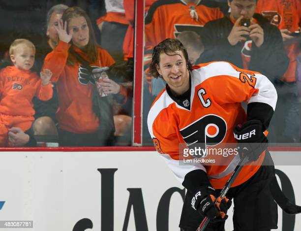 Claude Giroux of the Philadelphia Flyers warmsup prior to his game against the Columbus Blue Jackets on April 3 2014 at the Wells Fargo Center in...